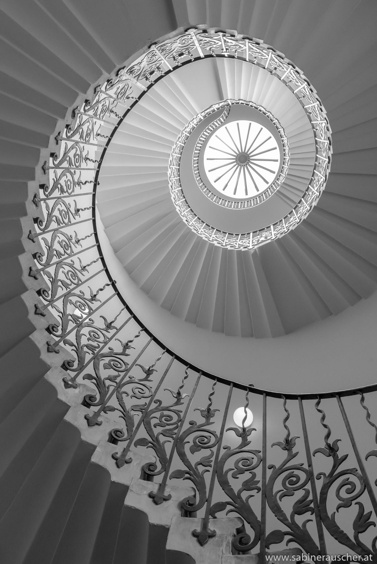 Spiral Staircase in the Queen´s House in London | spiralförmiges Stiegenhaus im Queen´s House in London