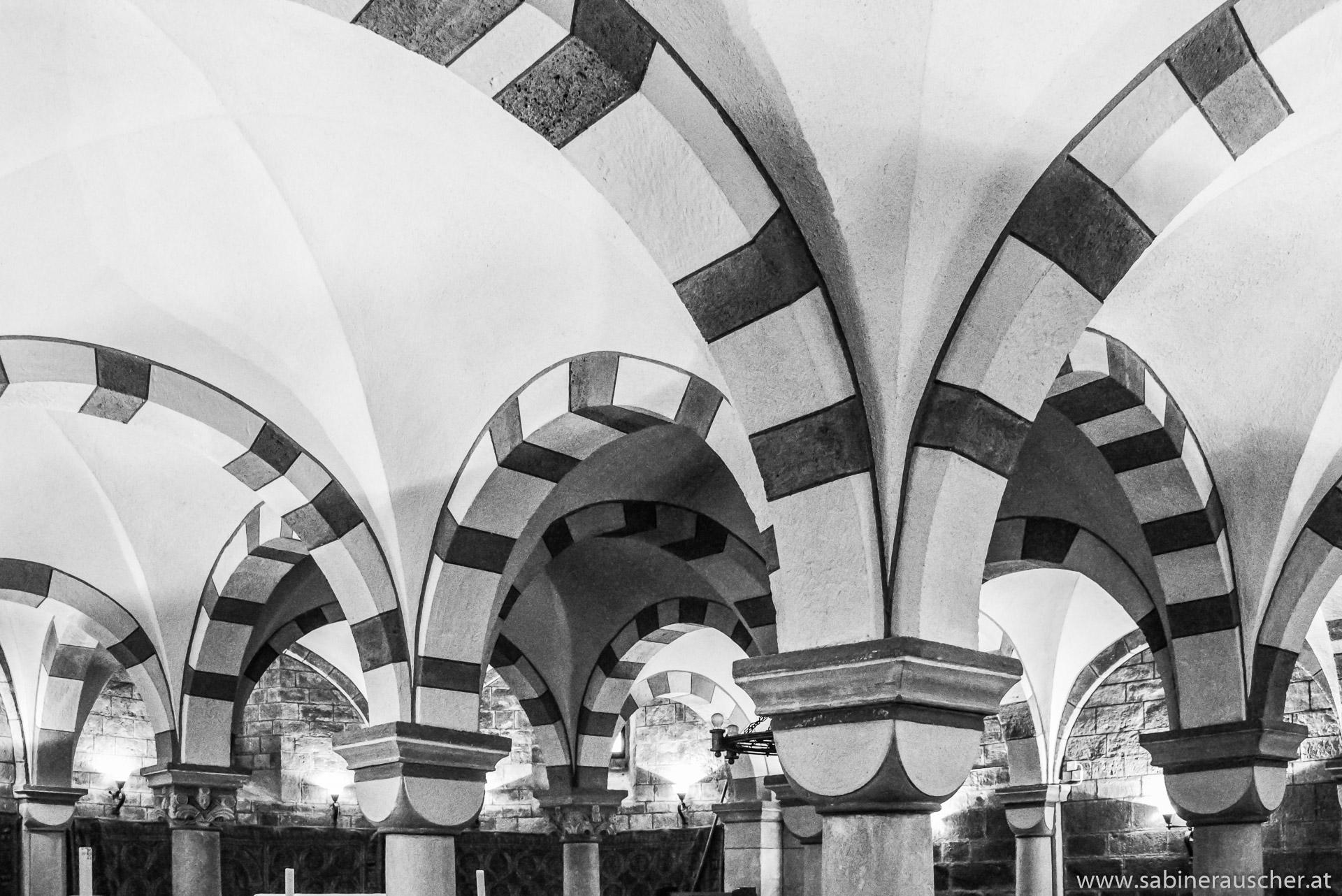 Vaults in the Benedictine abbey  in Maria Laach, Germany | Gewölbebögen in der Benediktiner Abtei Maria Laach