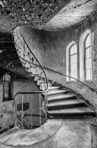 Stairwell at a lost place - Hotel Fürstenhof in Eisenach, Germany | Kurthotel Fürstenhof in Eisenach ist ein fotografischer Lost Place