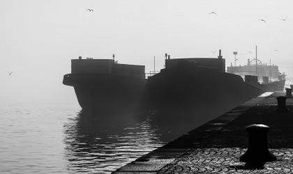 ships at Handelskai in Vienna   Schiffe im Nebel am Handelskai in Wien