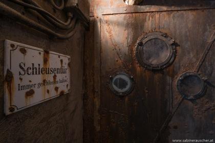 Lock gate   Schleusentür