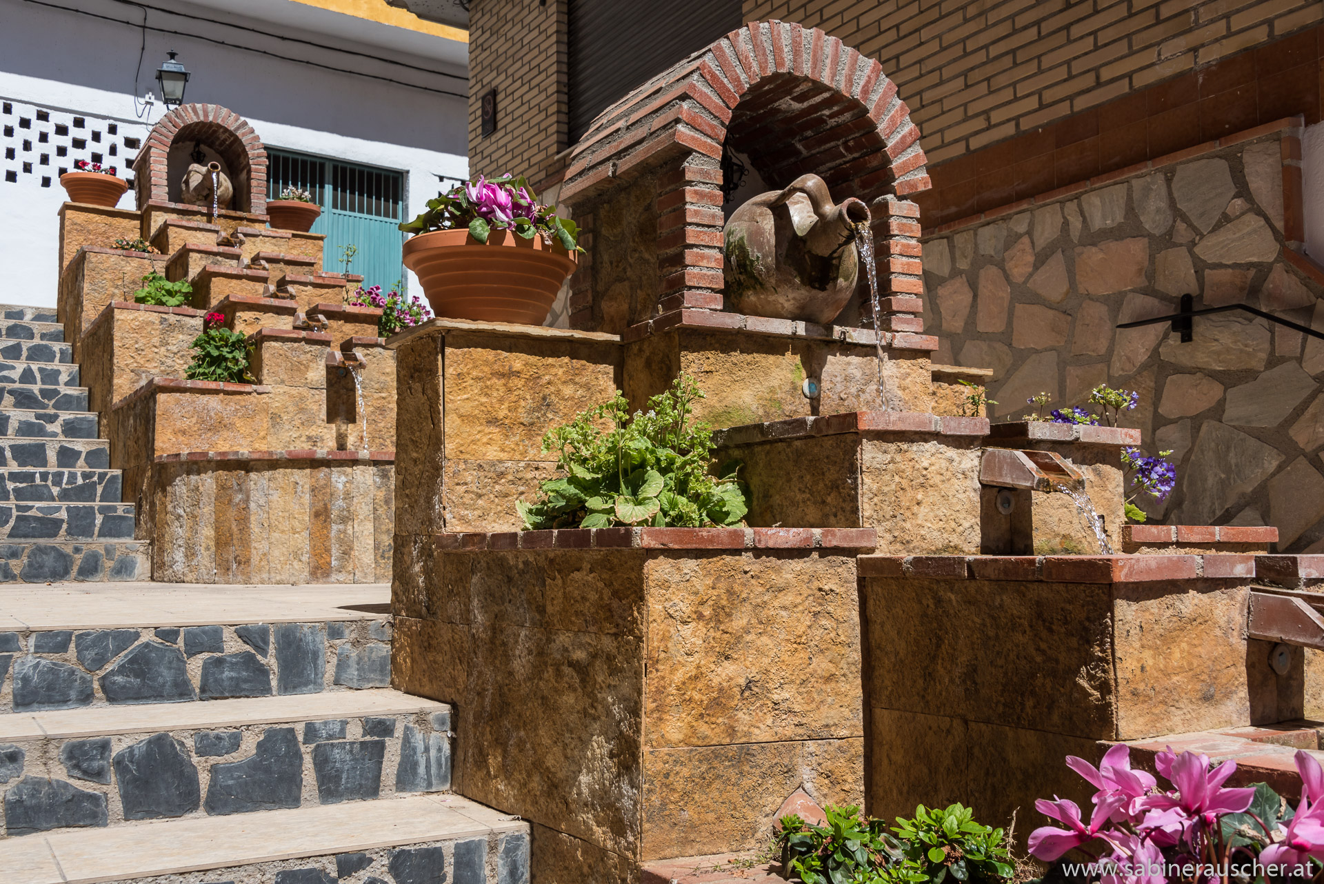 Fountain in Lanjaron in Alpujarra | Brunnen im Wasserort Lanjaron in Alpujarra