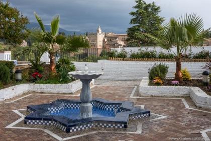 vis-à-vis of the Alhambra | gegenüber der Alhambra