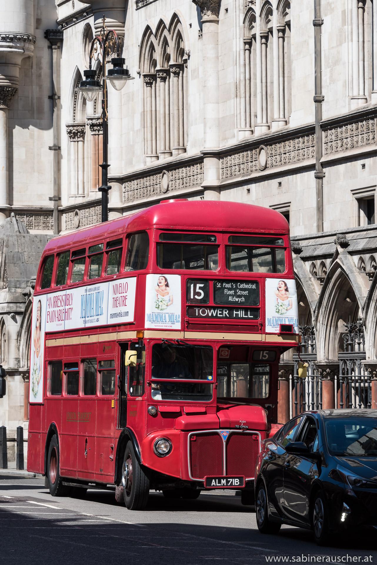 old London Bus on Fleet Street | alter Bus auf der Fleet Street in London