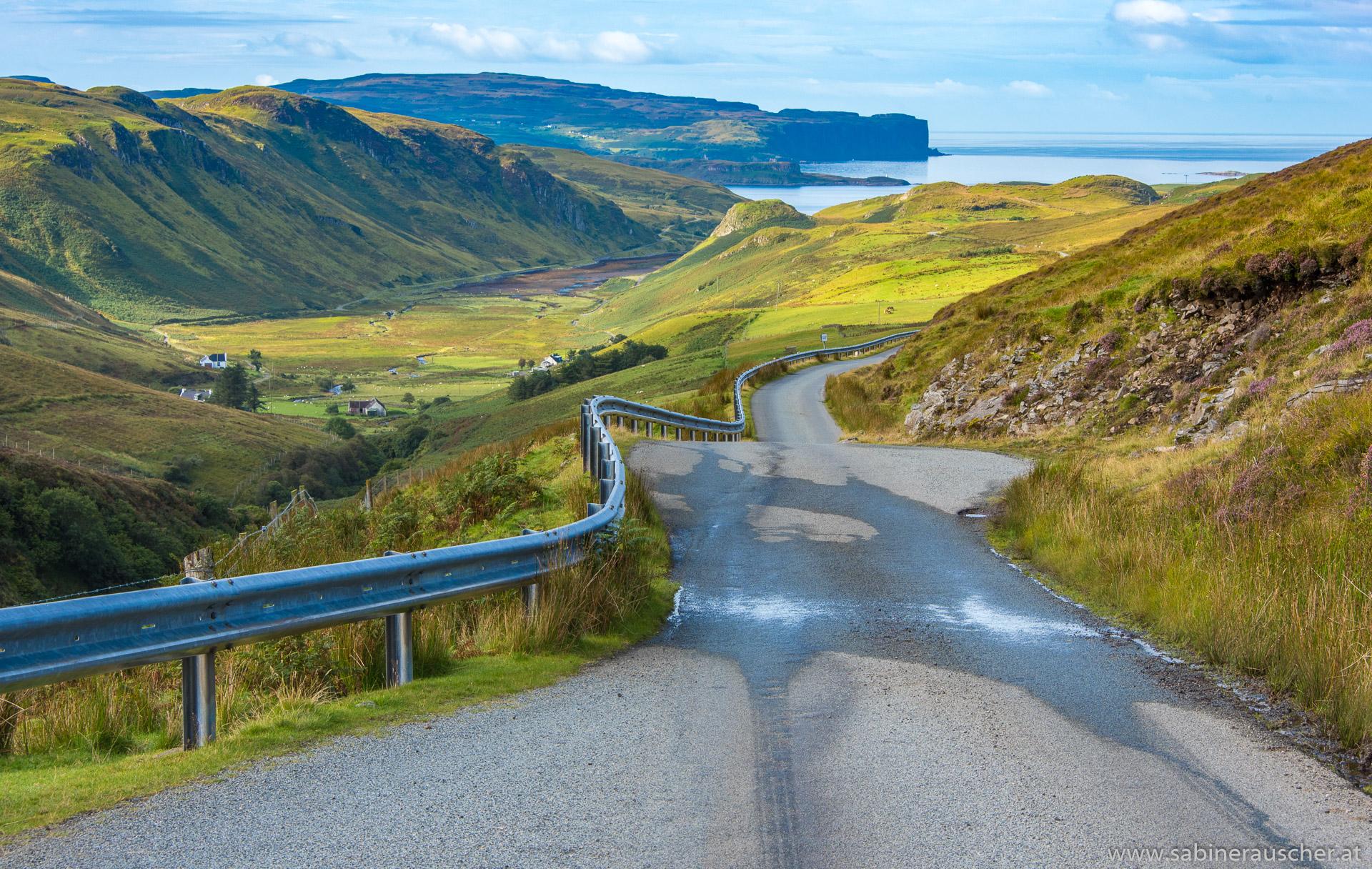 Street down to Talisker Bay, Isle of Skye | Straße zur Talisker Bay
