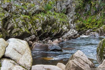 Near Dulsie Brigde at Findhorn River, Scotland | am Findhorn River nahe Dulsie Bridge