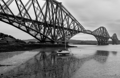 Forth Rail Bridge in North Queensferry, Scotland | Eisenbahnbrücke über den Firth of Forth