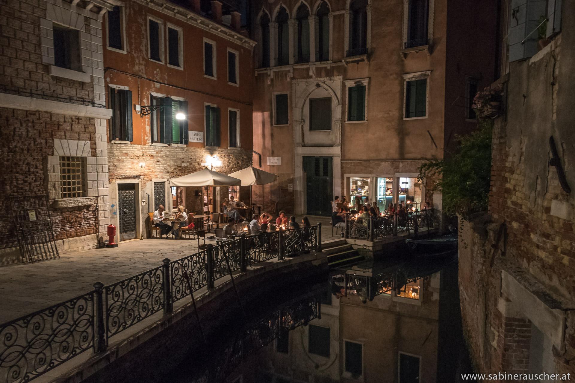 Venice - dinner at a small piazza | Venedig - Dinner an einem kleinen Kanal
