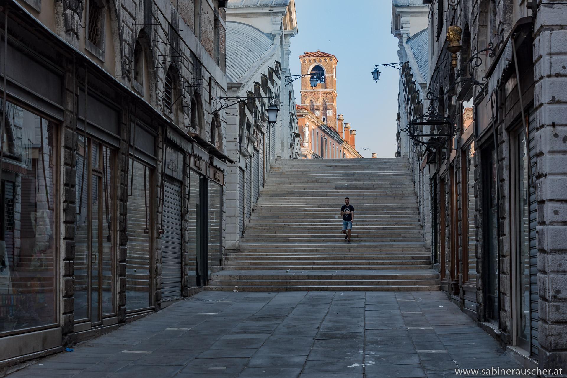 Venice - early morning at Rialto | Venedig - morgens vor dem Aufsperren an der Rialtobrücke