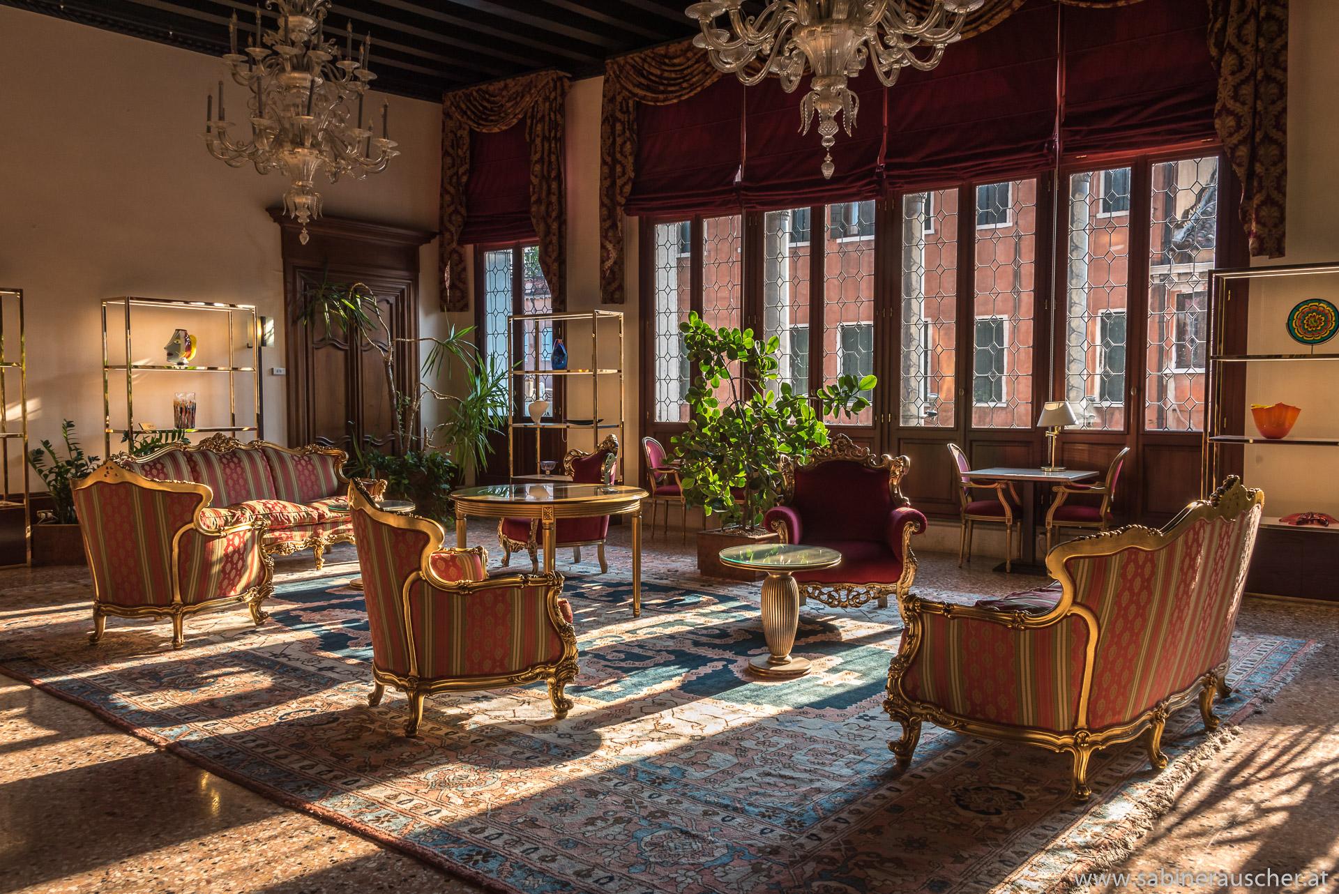 Venice - interior of Palazzo Liassidi | |Venedig - typische Einrichtung in venezianischem Palazzo