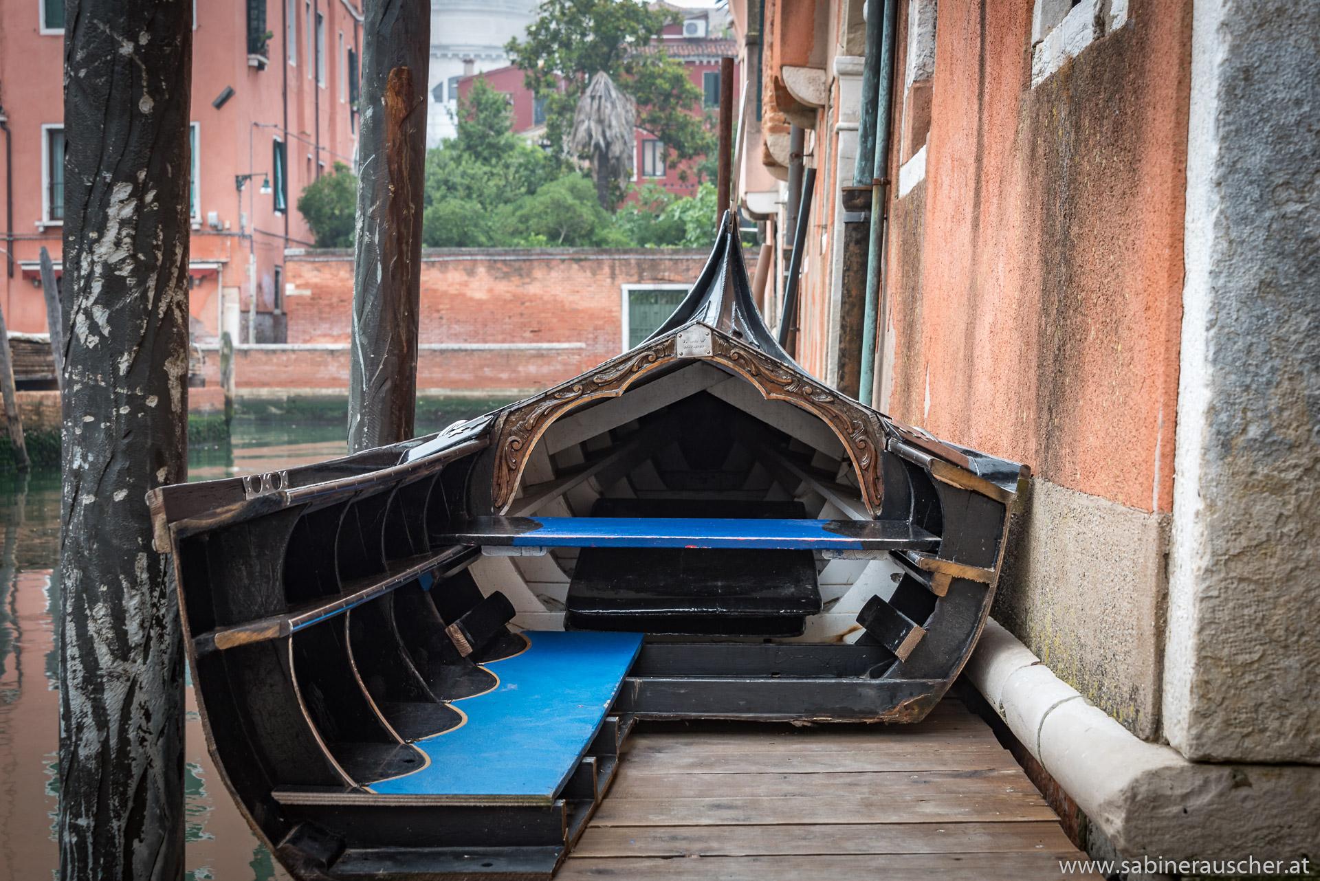 Venice - a cross section of a gondola | Venedig - das Gondelinnere zur Ansicht