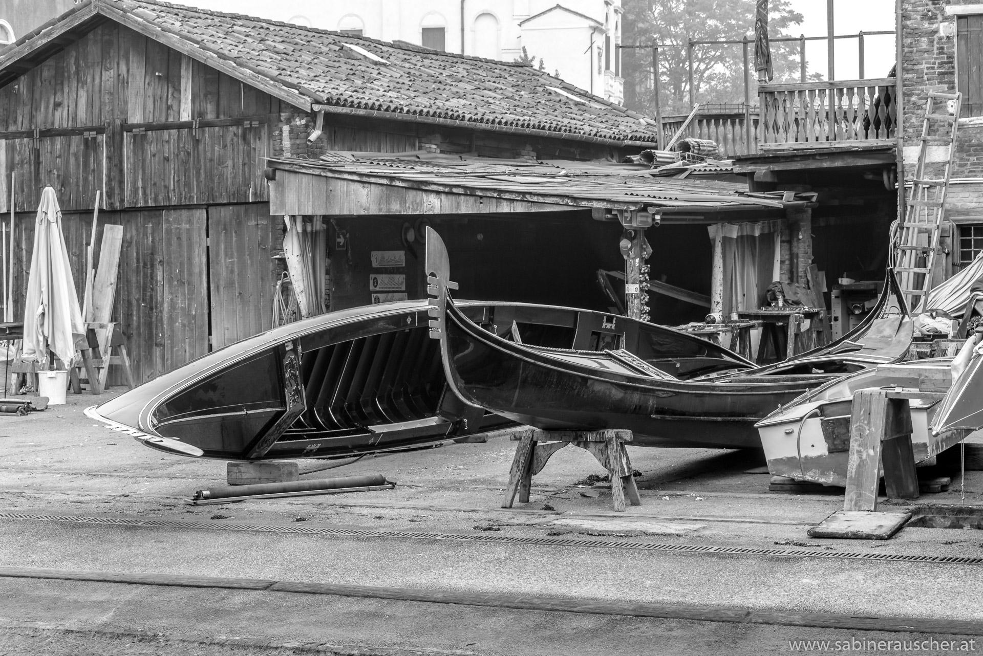 Venice - the wharf in Dorsoduro of Venice´s last builder of gondolas | Venedig - die letzte Gondelbauerwerft liegt in Dorsoduro