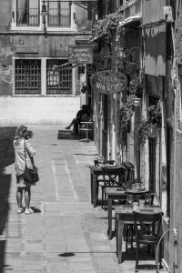 Venice - tables outside of an osteria | Venedig - Tische vorm Lokal
