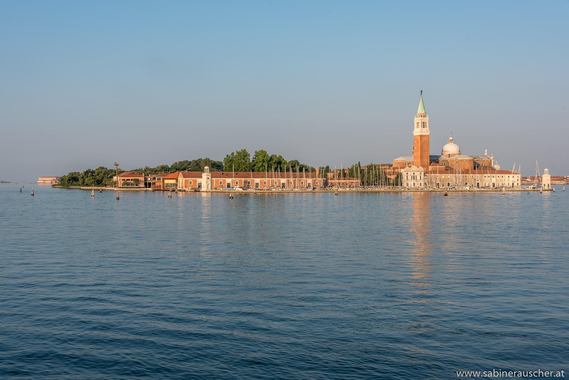 Venice - San Giorgio Maggiore in the morning light |  Venedig - die Morgensonne küsst die Insel von San Giorgio Maggiore