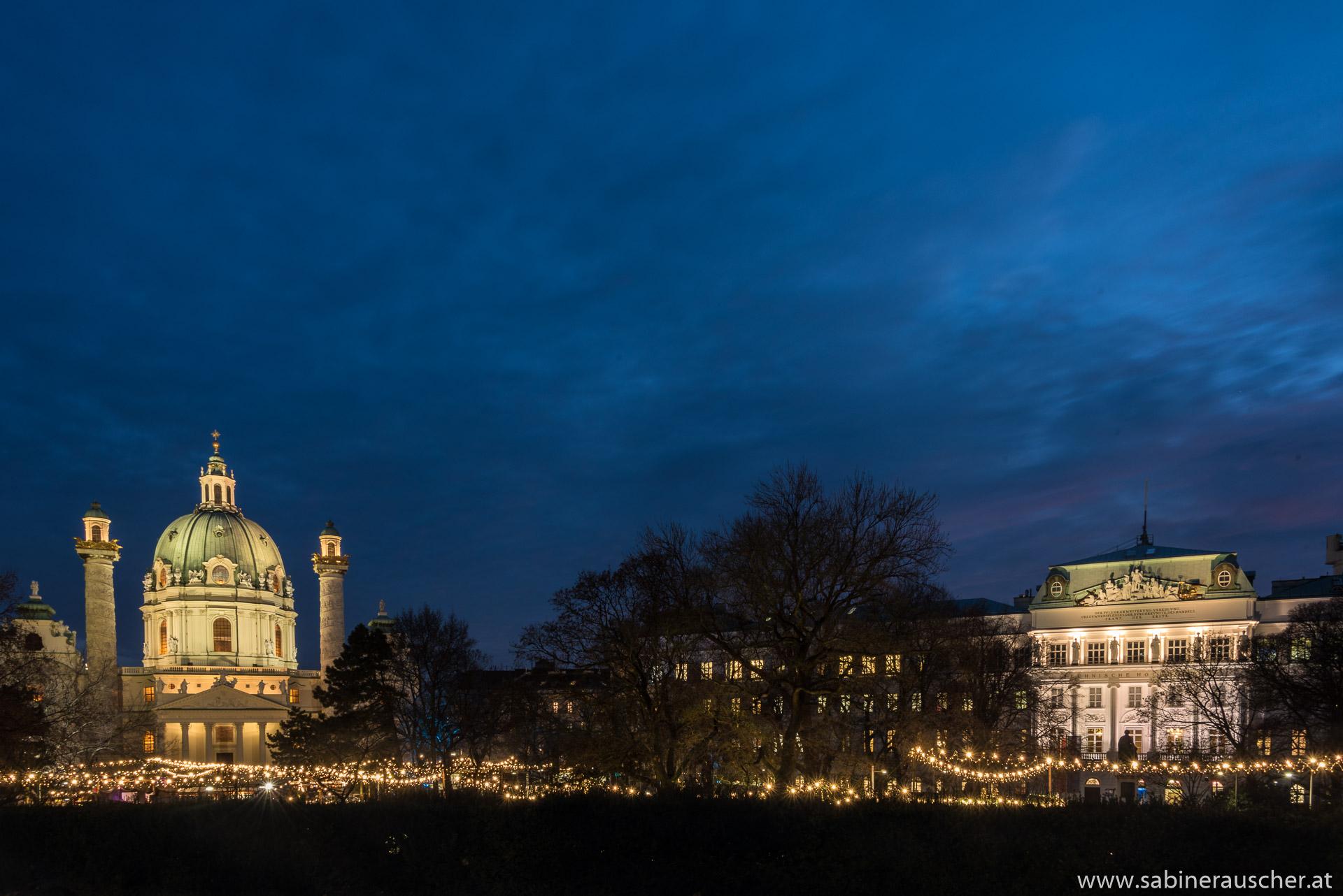 Christmas Market at Karlsplatz in Vienna | Weihnachtsmarkt vor der Karlskirch in Wien